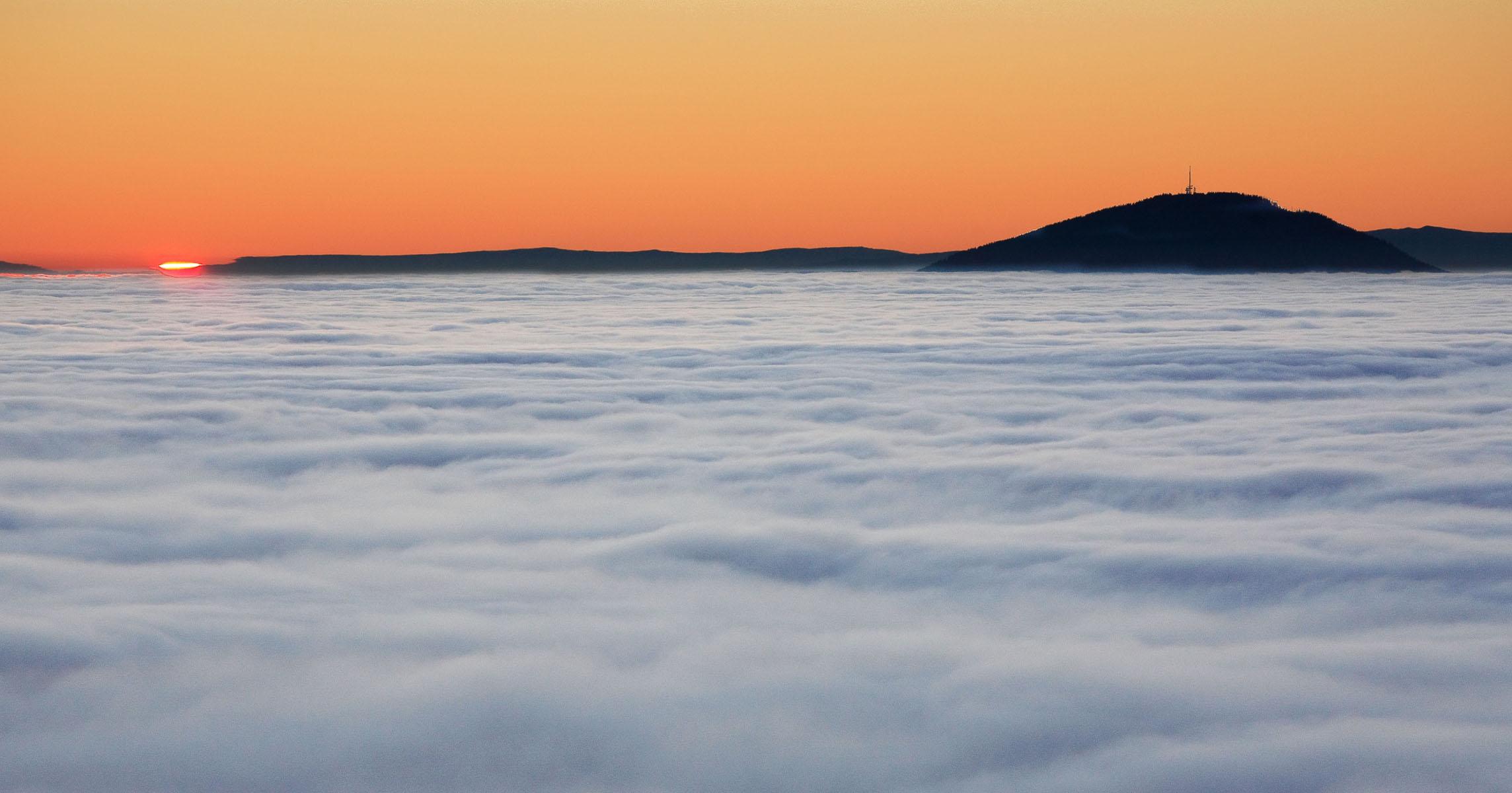 Blick vom Rabenwald zum Schöckel bei Sonnenuntergang